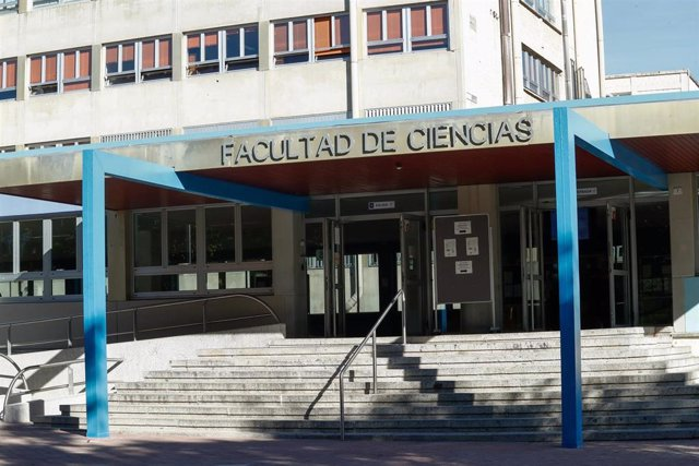 Archivo - Fachada de la Facultad de Ciencias de la Universidad Autónoma durante el primer día del curso escolar 2020-2021, en Madrid (España), a 7 de septiembre de 2020. Desde hoy, alrededor de 303.000 estudiantes van a volver a las aulas de las 14 univer