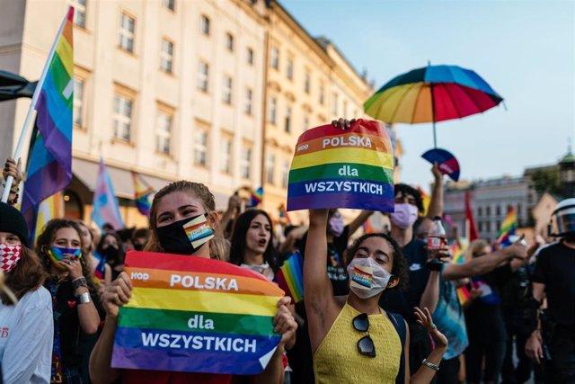Archivo - Marcha por la igualdad de la comunidad LGTBI celebrada a finales de agosto en Cracovia.