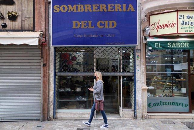 Foto de archivo de comercios cerrados en Málaga por la alta incidencia de la pandemia de Covid-19.