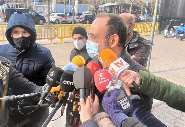 Archivo - L'advocat de la família d'Helena Jubany, Benet Salellas, davant els jutjats de Sabadell (Barcelona), el 15 de gener del 2021.