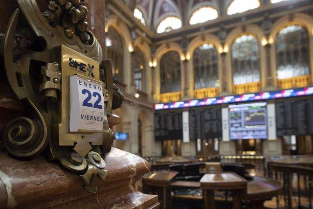 Archivo - Calendario colocado en el Palacio de la Bolsa, en Madrid, (España), a 22 de enero de 2021.