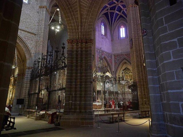 Archivo - Imagen del interior de la catedral de Pamplona.
