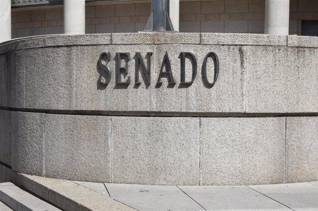Archivo - Planca en la que se lee 'Senado' en la fachada exterior del edificio del Senado en Madrid.