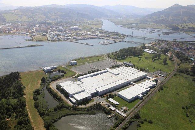 Archivo - Foto aéresa de la fábrica de SEG Automotive Spain en Treto