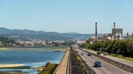 Archivo - Cambio climático.- La plantilla de Ence clama contra la Ley de Cambio Climático, que amenaza la fábrica de Pontevedra