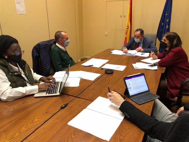 La concejal de Comunidad y Agenda 2030 de Lleida, Mariama Sall, y el alcalde, Miquel Pueyo, se han reunido este martes con el director general de Migraciones, Santiago Yerga Cobos y su equipo