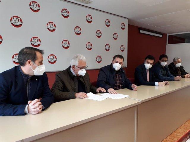 Firma del convenio de la industria del aceite y sus derivados en Jaén.