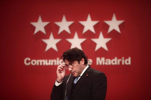 Archivo - El consejero de Vivienda y Administración Local, David Pérez durante una rueda de prensa en la Real Casa de Correos, en Madrid (España), a 23 de diciembre de 2020. Durante la comparecencia se informará de las decisiones adoptadas en la reunión d