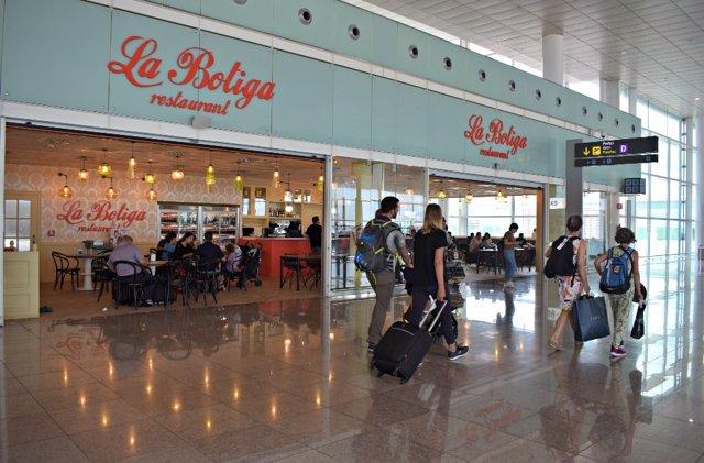 Archivo - Restaurant La Botiga en el Aeroport de Barcelona, en una imagen anterior a la pandemia de Covid-19