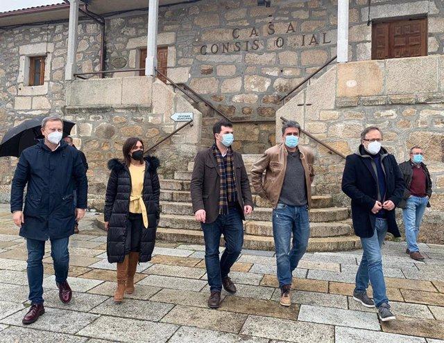 Los socialistas Rafael Rodríguez Villarino, Carmen Dacosta, Gonzalo Caballero, Ramón Alonso, y Juan Carlos Francisco Rivera en Entimo (Ourense)
