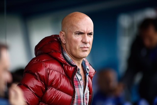 Archivo - Luis Cesar Sampedro, head coach of Deportivo from Spain, during the spanish Liga Smartbank football match played between CD Fuenlabrada and Deportivo de la Coruna at Fernando Torres Stadium on November 02, 2019, in Fuenlabrada, Madrid, Spain.