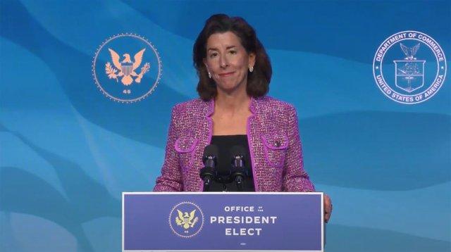 La secretaría de Comercio de EEUU, Gina Raimondo.