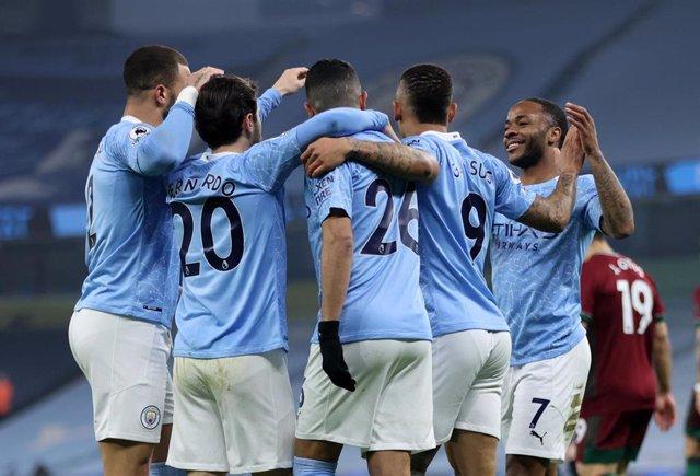 Los jugadores del Manchester City celebran el primer tanto ante los Wolves