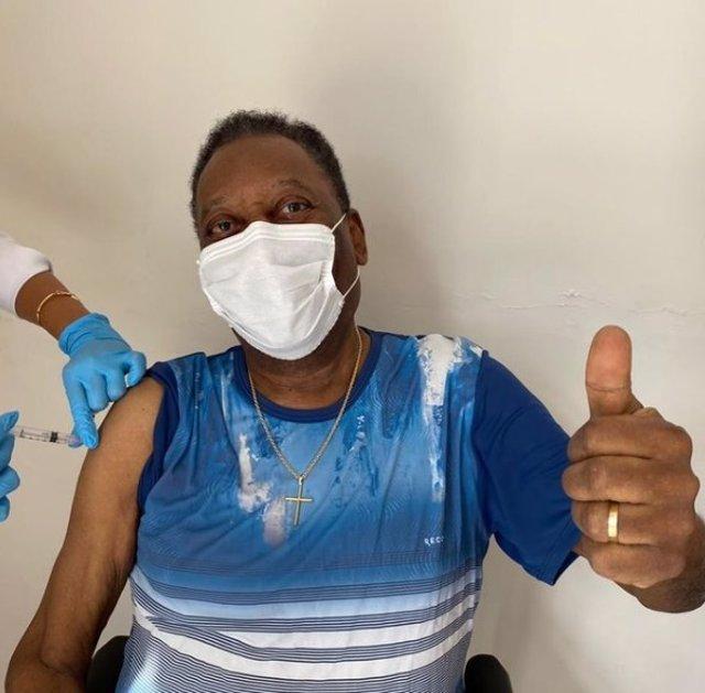 Pelé tras ser vacunado contra el coronavirus