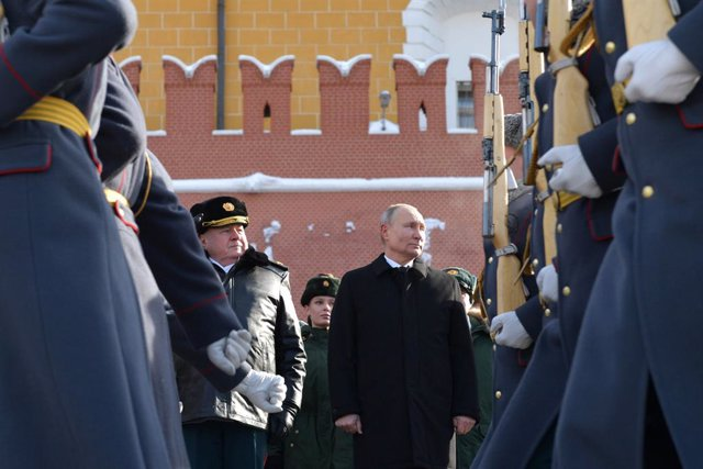 HANDOUT - 23 February 2021, Russia, Moscow: Russian President Vladimir Putin (R), attends a wreath-laying ceremony at the Tomb of the Unknown Soldier war memorial of the Kremlin Wall, to mark the Defender of the Fatherland Day. Photo: -/Kremlin/dpa - ATTE
