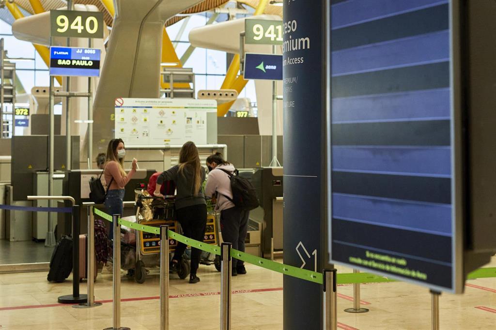 Sanidad amplía la cuarentena a los pasajeros que llegan a España para controlar las cepas sudafricana y brasileña