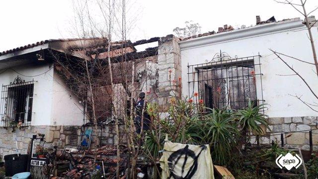 Incendio urbano en Ribadesella.
