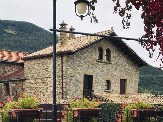 Archivo - Casa rural, campo, despoblación, turismo interior, pueblo
