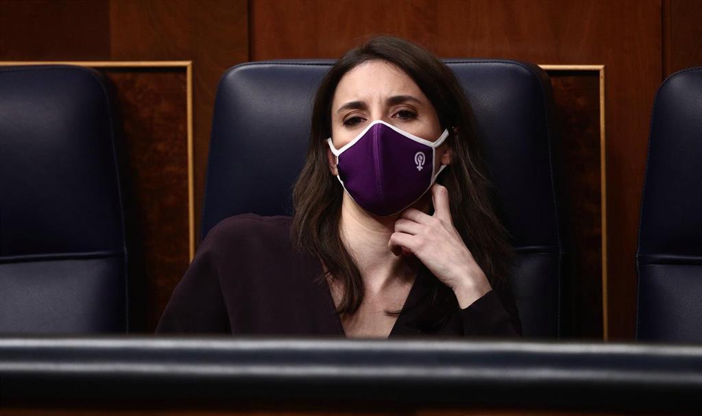 """Montero dice que la vacunación de las infantas cuestiona la """"utilidad"""" de la monarquía y abre un """"horizonte republicano"""""""