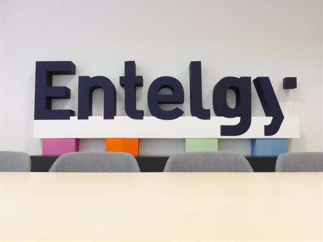 Logo de la consultora tecnológica Entelgy en sus oficinas