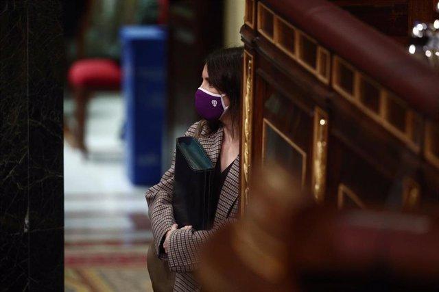 La ministra de Igualdad, Irene Montero, a su llegada a una sesión de Control al Gobierno en el Congreso de los Diputados, en Madrid, (España), a 24 de febrero de 2021. El pleno estará marcado por la intervención del presidente del Gobierno quien tendrá qu