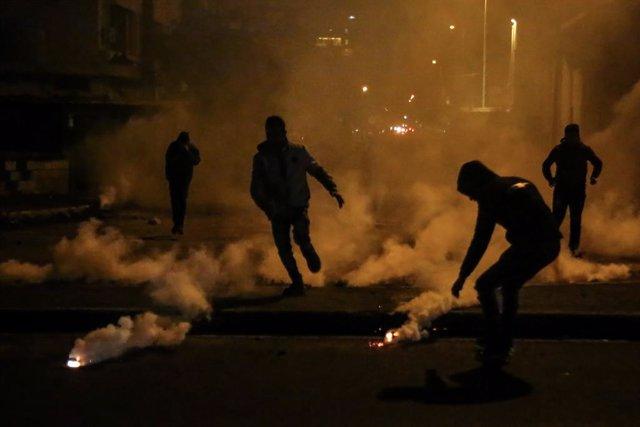 Manifestaciones en la ciudad de Trípoli, en el norte de Líbano, contra las restricciones por el coronavirus en medio de la crisis económica
