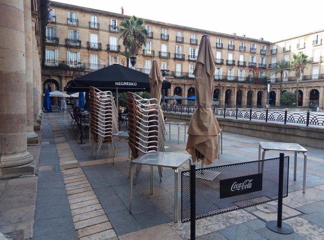 Archivo - Terrazas vacías en Bilbao