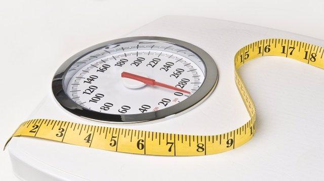 Archivo - Obesidad. BásculA. Peso, Sobrepeso