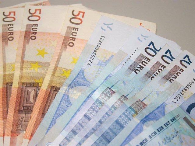 Archivo - Billetes de euro, dinero