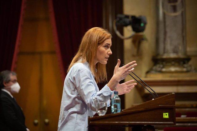 Archivo - La candidata de los comuns a la Presidencia de la Generalitat, Jéssica Albiach interviene en la Diputación Permanente del Parlament, en una imagen de archivo.