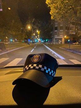 Vehículo de la Policía Municipal de Pamplona en una calle