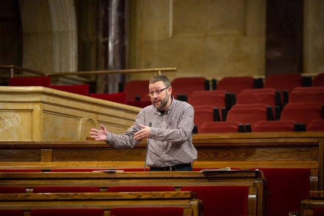 El diputat de la CUP Vidal Aragonés intervé durant la Diputació Permanent del Parlament