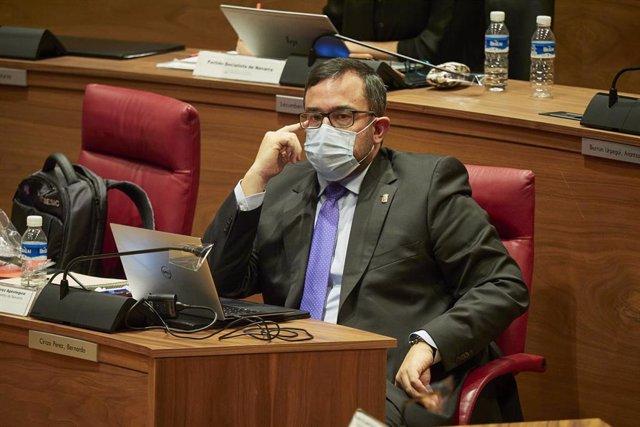 Archivo - El vicepresidente primero del Gobierno de Navarra, Javier Remírez, en el pleno del Parlamento de Navarra en una imagen de archivo.