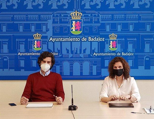 Los concejales de Recursos Humanos y Bomberos de Badajoz