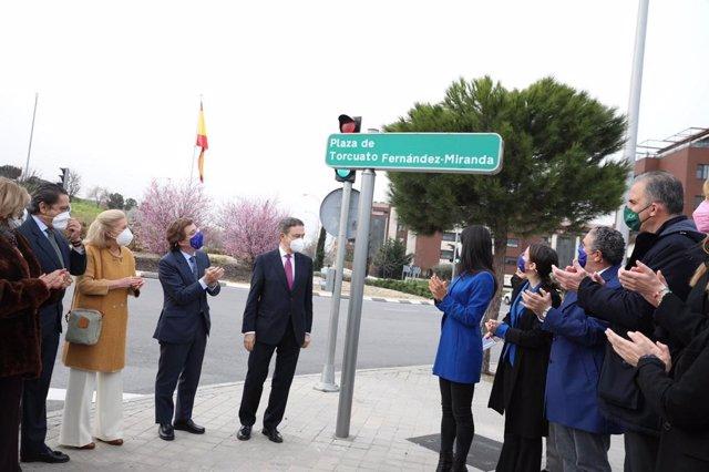 Inauguración de la plaza en homenaje a Torcuato Fernández-Miranda.
