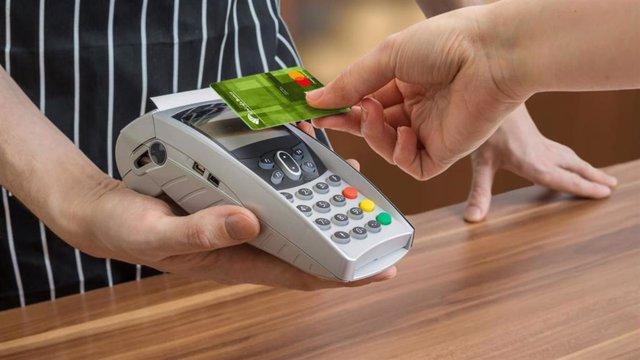 Archivo - Economía/Finanzas.- Unicaja incentiva el uso de tarjetas de pago con un sorteo de diez tarjetas regalo de 200 euros