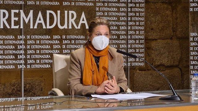 La consejera de Hacienda y Administración Pública de la Junta de Extremadura, Pilar Blanco-Morales, en rueda de prensa para informar sobre un decreto autonómico relacionado con la gestión de fondos nacionales y europeos para afrontar la pandemia