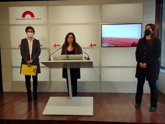 Les diputades Anna Caula (ERC), Maria Sirvent (CUP) i Gemma Geis (Junts)