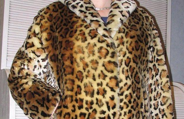 Chaqueta de cordero con estampado de leopardo