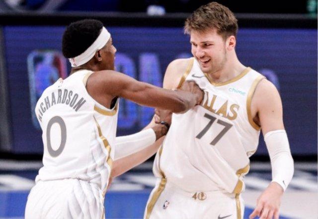 Luka Doncic y Josh Richardson con Dallas Mavericks