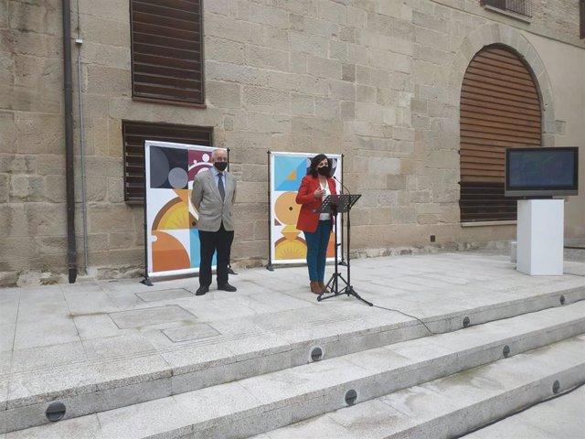 La presidenta del Gobierno de La Rioja, Concha Andreu, y el consejero de Cultura, Pedro Uruñuela