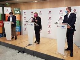 La presidenta de la Diputació de Barcelona, Núria Marín, en una roda de premsa telemàtica al costat del diputat d'Infraestructures i Espais Naturals, Pere Pons, i el diputat d'Acció Climàtica, Xesco Gomar.