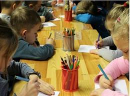Archivo - Alumnado de educación infantil en una aula de un centro educativo