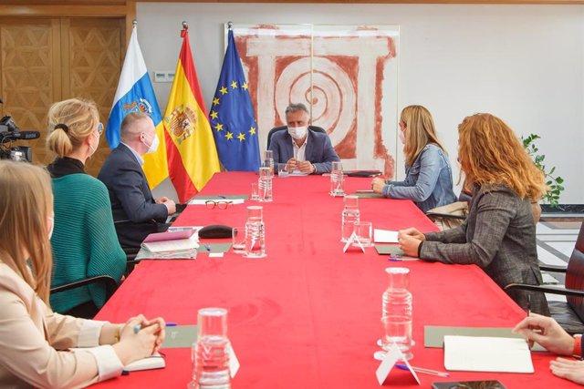 Archivo - El Gobierno de Canarias traslada al director de la Agencia de los Derechos Fundamentales de la Unión Europea la situación de la migración en las Islas