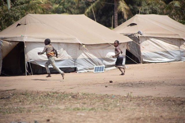 Archivo - Desplazados por la violencia en Cabo Delgado, en el norte de Mozambique