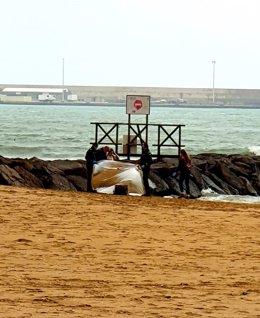 Imagen de archivo de esta semana sobre el hallazgo de un inmigrante fallecido en la costa de Melilla