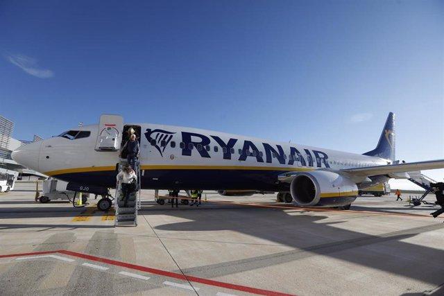 Archivo - Un avión de Ryanair.