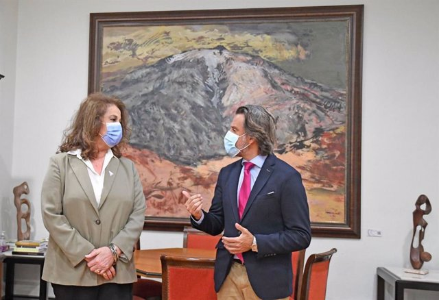 La diputada de la Asamblea de Madrid Carla Antonelli y el presidente del Parlamento de Canarias, Gustavo Matos