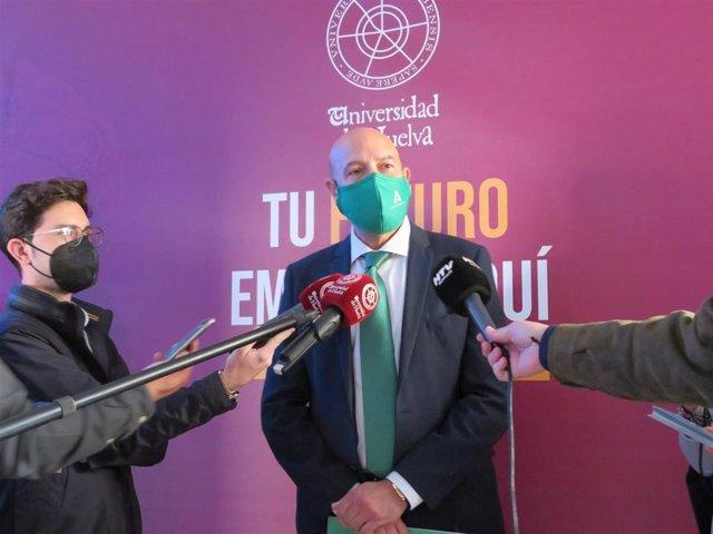 El director general de Universidades de la Consejería de Transformación Económica, Industria, Conocimiento y Universidades, Juan José García Machado.