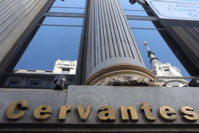 Archivo - Letrero del Instituto Cervantes en la fachada del Edificio de las Cariátides (C/ Alcalá Nº 49, Madrid).